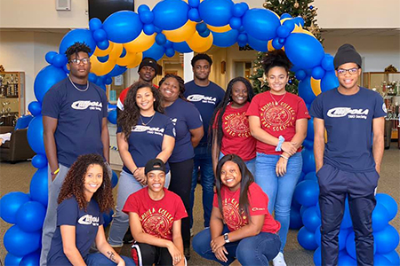 Students pose with Homecoming decorations